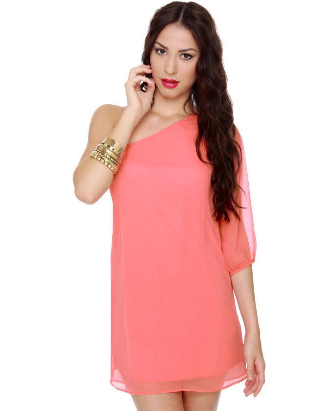 Платья кораллового цвета